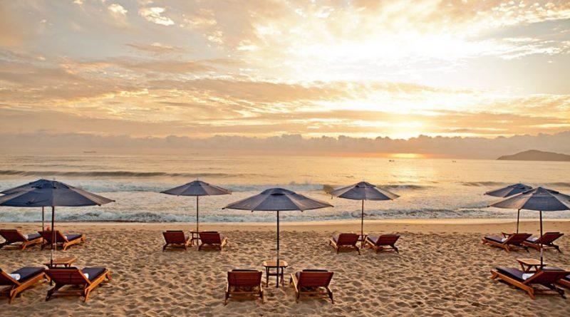 mesas-na-praia