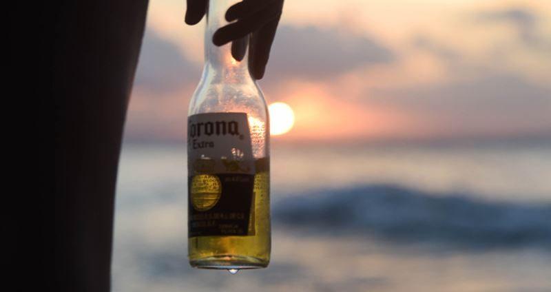 cerveja no pôr do sol