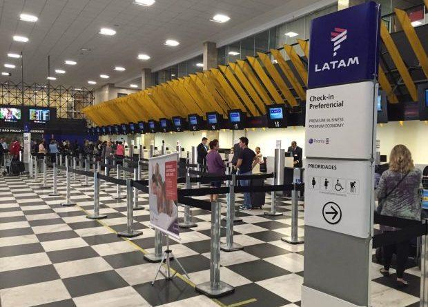 saguão de aeroporto