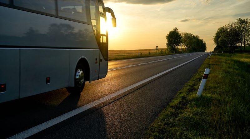 ônibus na estrada